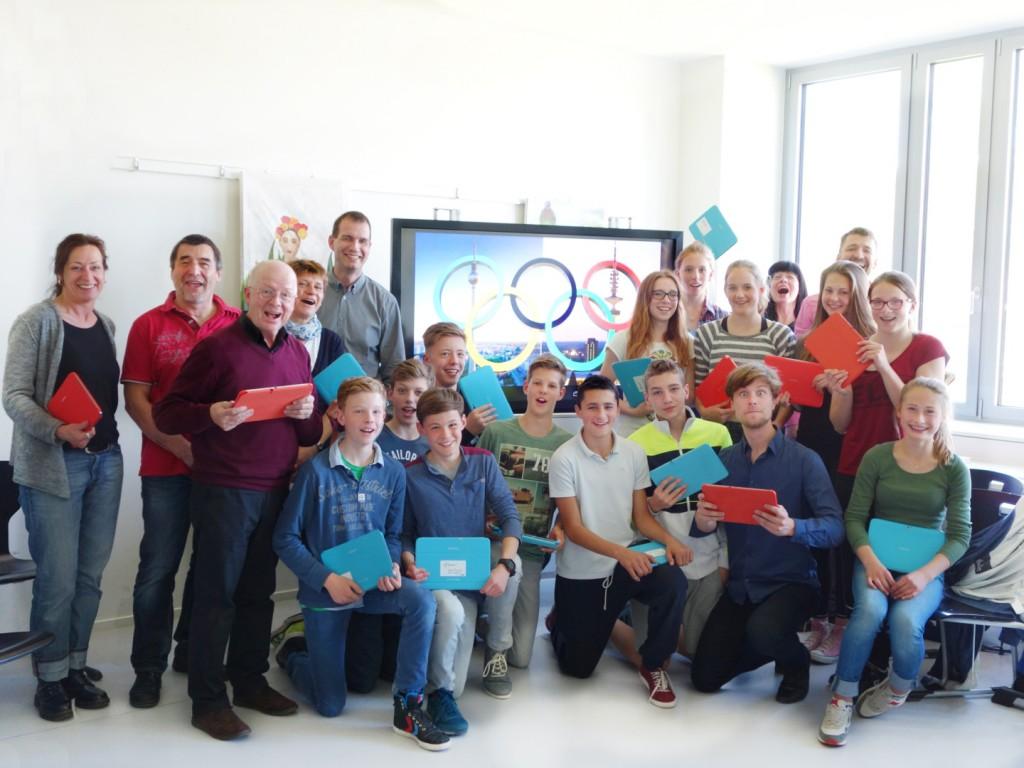 fam_appmusik_Projektteilnehmer und Schulleitung von Olympiahymne 2014